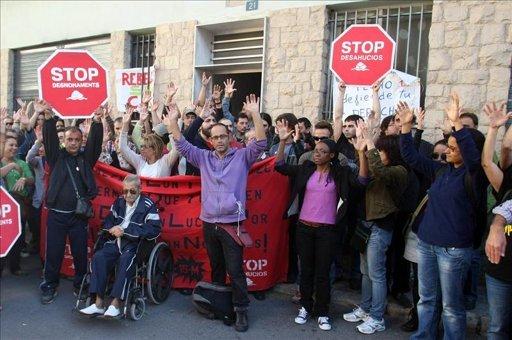 Protesta contra el desahucio de una familia. EFE