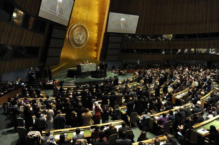 Los representantes mundiales aplauden a Mahmud Abbas en su discurso previo a la votación.