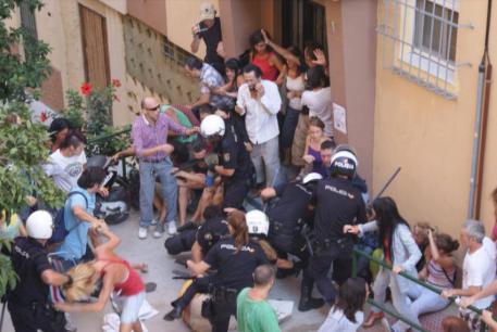 Graves han sido los disturbios que se han producido a lo largo de todo el país debido a los disturbios