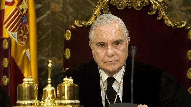 El 22 de junio, Carlos Dívar presenta su dimisión sin ningún sentimiento de culpa