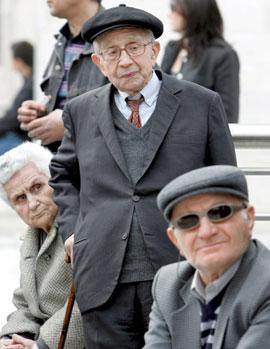 Los pensionistas medios ganarán 436 euros menos en 2013