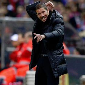 Simeone dando instrucciones en el Vicente Calderón.