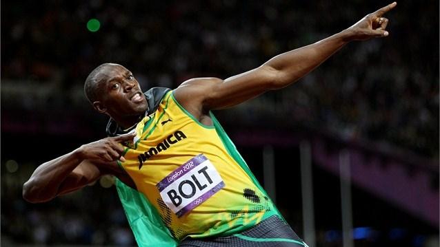 Bolt celebrando una medalla en Londres