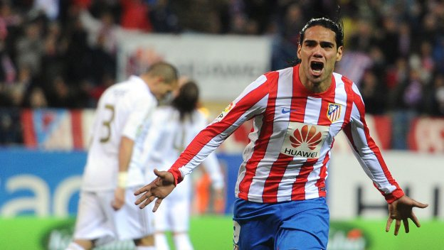 Radamel Falcao celebrando un gol contra el Real Madrid.