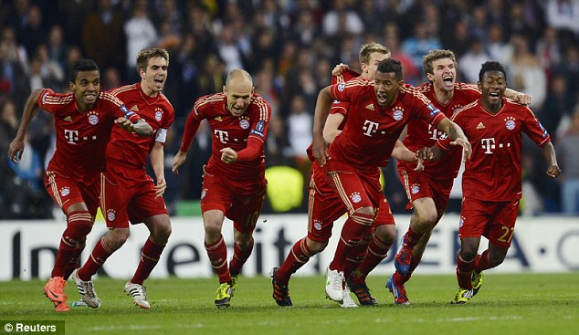 Jugadores del Bayern celebrando el pase a la final en el Bernabéu.   FOTO: Reuters