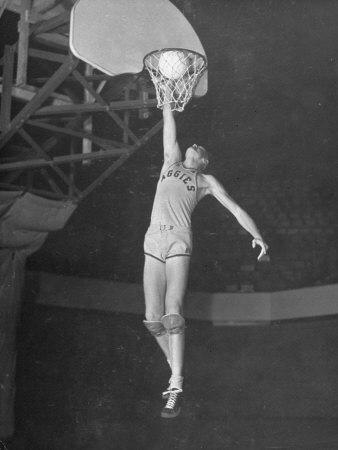 Bob-Kurland-made-the-first-ever-basketball-slam-dunk