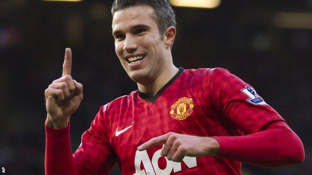 Van Persie tras marcar un tanto. | FOTO: BBC Sports.