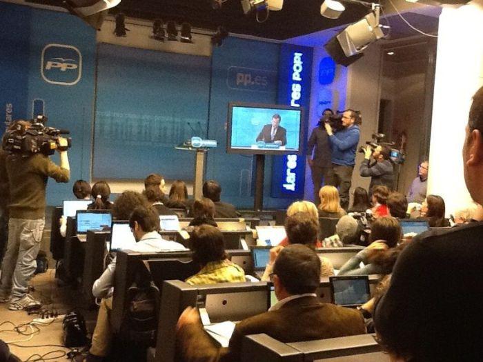 Imagen de la sala de prensa desde donde los periodistas podían seguir la comparecencia del presidente del gobierno