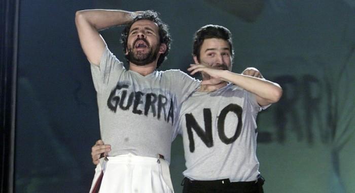 Guillermo Toledo y Alberto San Juan manifestándose contra la Guerra de Irak
