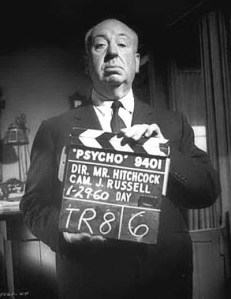 """El maestro del cine con la claqueta de """"Psicosis"""""""