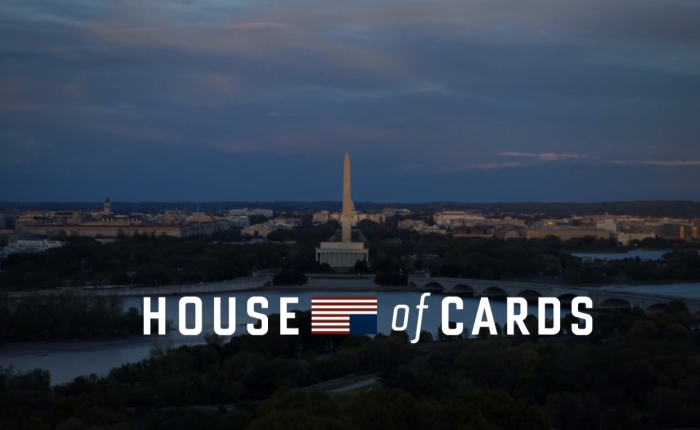 Cartel promocional de la serie política House of Cards