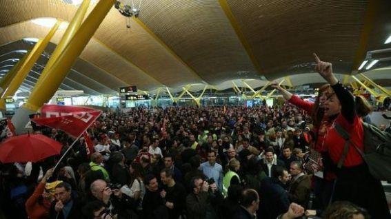 Trabajadores de Iberia en huelga en la T4