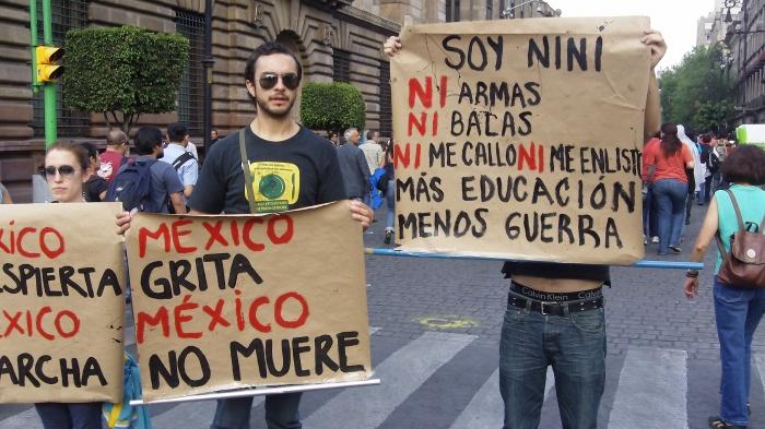 Jóvenes se manifiestan contra la violencia que sacude México