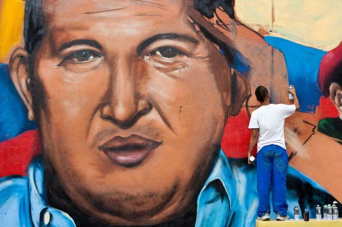 Hugo Chávez ha muerto a la edad de 58 años a causa de una cáncer