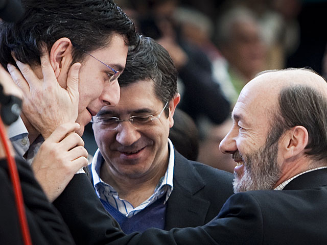 Madina, Patxi López y Rubalcaba, en un mitin en Barakaldo / Fuente: Iñaki Andrés
