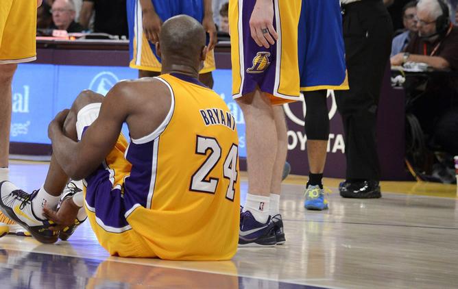Kobe Bryant despide la temporada de forma prematura por una grave lesión.