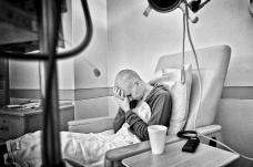 Jen espera la quimioterapia después de dos semanas hospitalizada