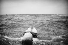 Jen flota en el océano