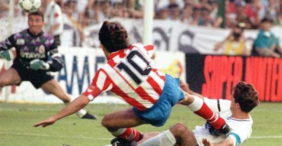 Paulo Futre marcando en la final del 92 | FOTO: EFE