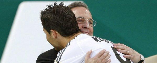 Cristiano abrazando a Florentino | FOTO: mundodeportivo.com