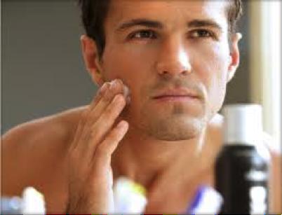 Hoy te contamos lo correcto para cuidar un rostro masculino