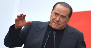 Berlusconi en una manifestación. / Gabriel Bouys (AFP)