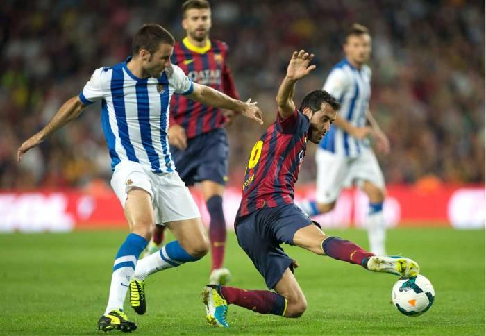 Busquets corta un balón en un partido ante la Real Sociedad | FOTO: Diario Deportivo Diez