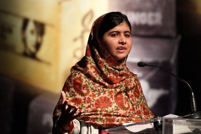 Malala Yousafzai dando una conferencia / Fuente: La Vanguardia