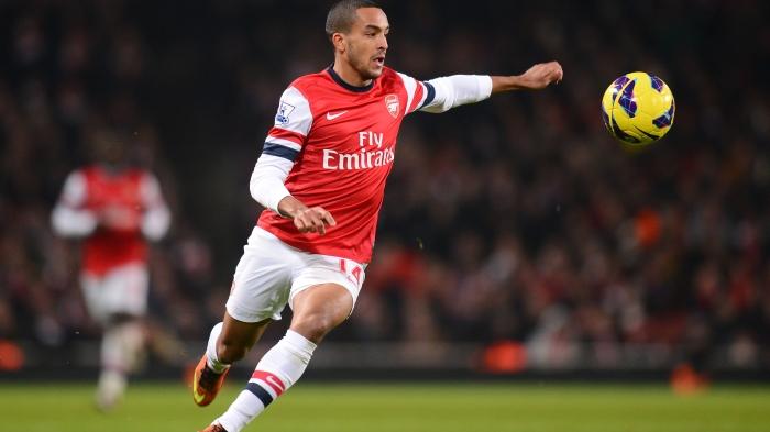 Walcott, controlando un balón con el Arsenal. FOTO: foxsportsasia.com