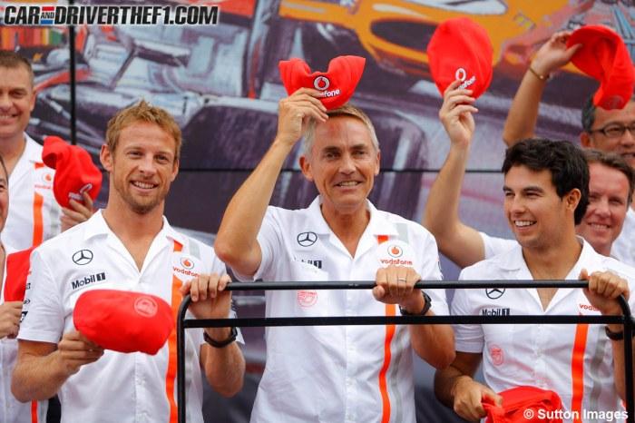 Jenson Button, Martin Whitmarsh y Sergio Pérez celebran el 50º aniversario de McLaren | FOTO: Sutton